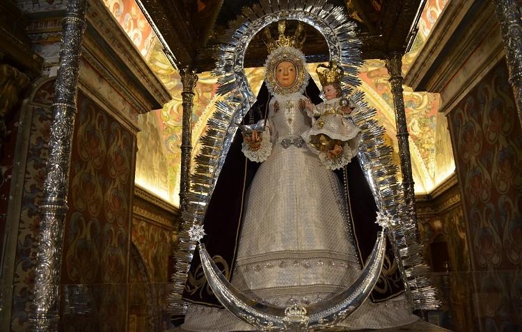 Nueva saya de tisú de plata y oro para la Virgen de Consolación