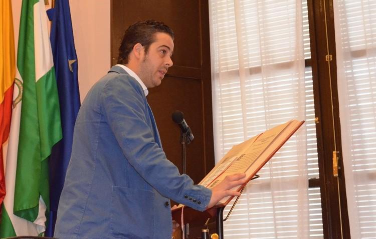 Antonio Villalba toma posesión de su cargo de concejal del PSOE tras la renuncia de Silvia Calzón