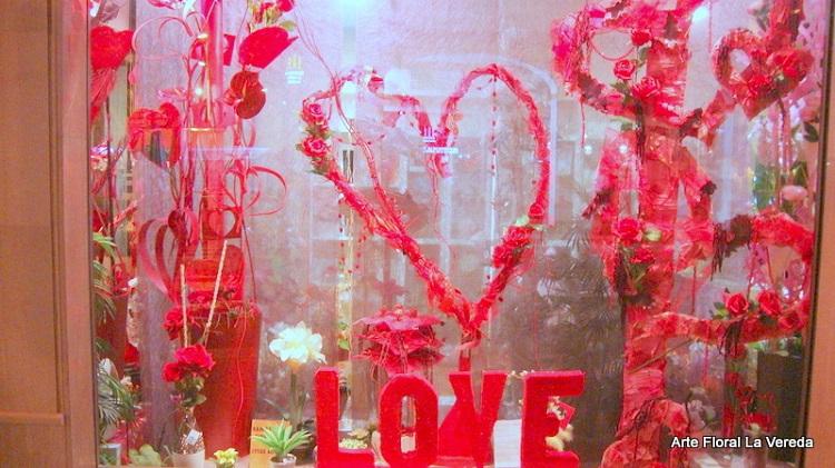 Una floristería utrerana, ganadora del concurso nacional de escaparates de San Valentín