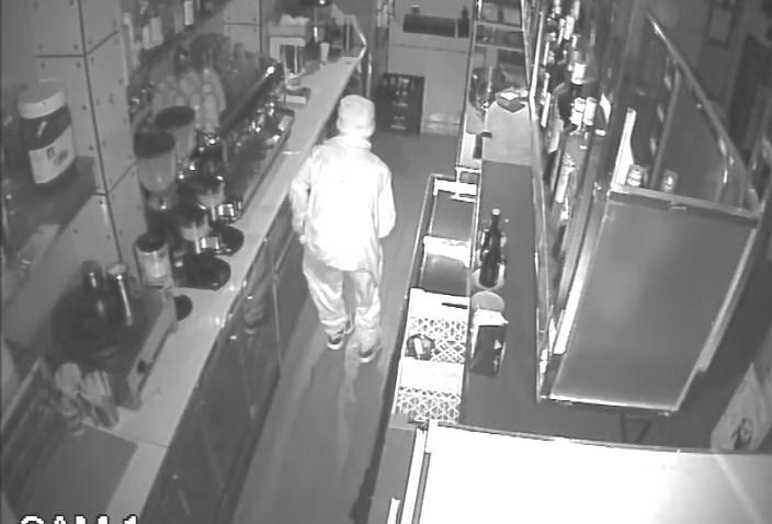 Detenidos los autores del robo en el bar Mercantil y en otros comercios