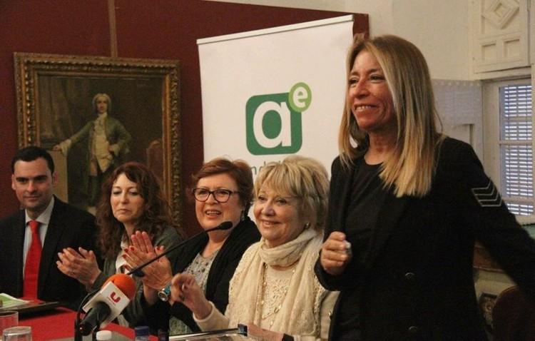 La peluquera Manuela Fernández recibe un homenaje por su faceta humana y su prestigio internacional