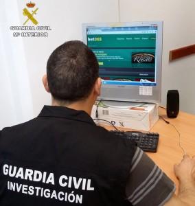 detenidos estafa 9000 euros dinero internet