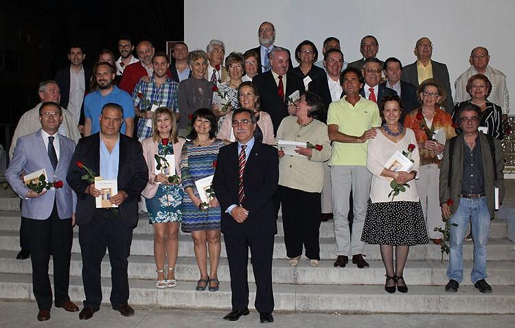 Cincuenta años de educación pública en el instituto Ruiz Gijón recogidos en un libro