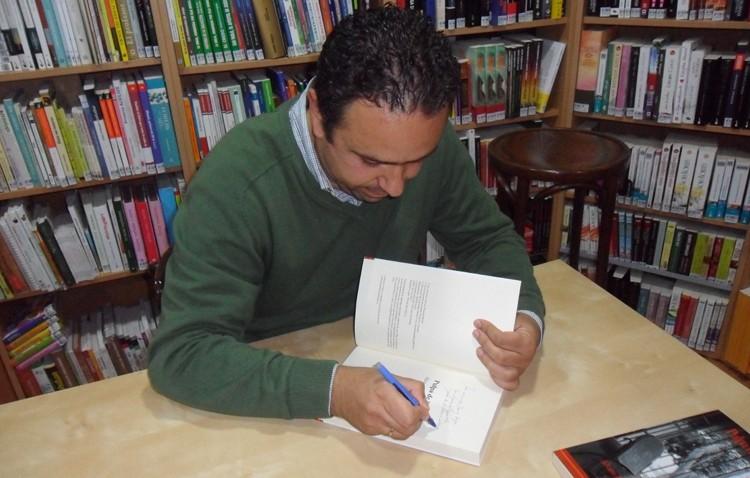 El palaciego Álvaro Romero presenta en Utrera su libro «Pulpa de limón»