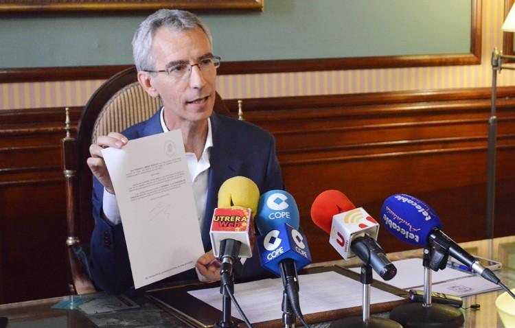 Francisco Jiménez renuncia a su acta como concejal y hace balance de despedida