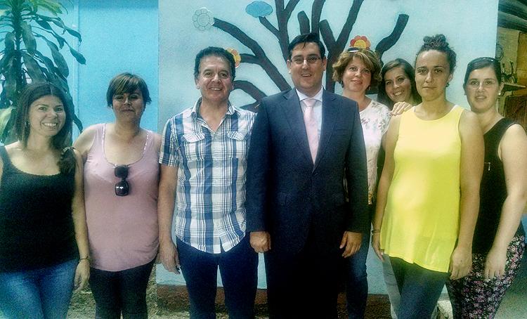 El nuevo alcalde inicia en el colegio Coca de la Piñera su ronda de visitas oficiales
