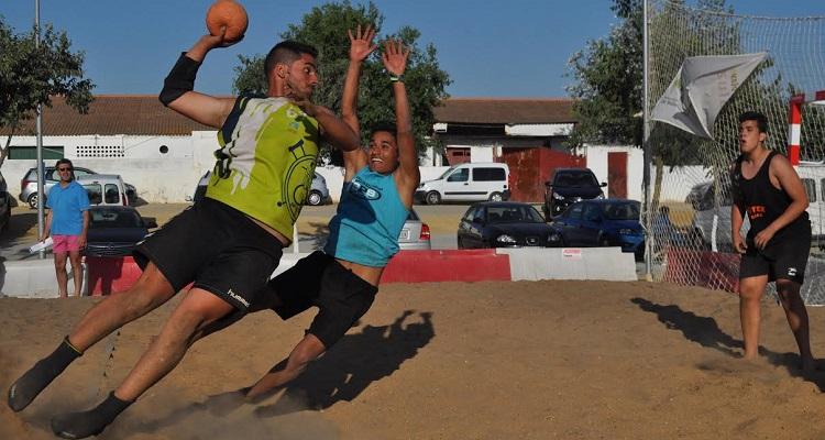Utrera se volcó con su torneo de balonmano playa