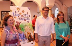 La autora del cartel de Feria junto a Villalobos y Carmen Cabra