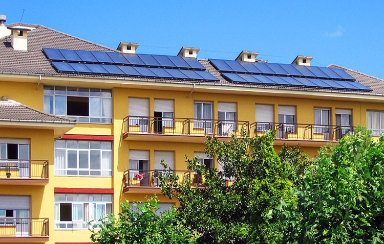 Una comunidad de vecinos se rebela contra el Ministerio de Industria y su política con la energía solar