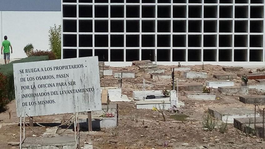 Denuncian la construcción en el cementerio de nichos sobre una fosa común con restos de republicanos fusilados