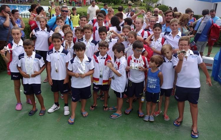 El Natación Utrera recoge cuarenta medallas en las finales de Diputación