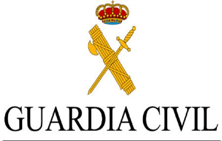 La Guardia Civil de Lebrija detiene a dos personas con 35 bellotas de hachís ocultas
