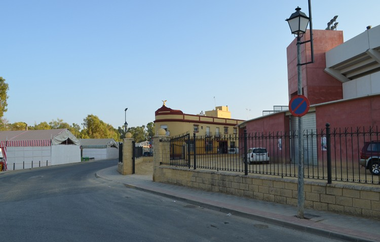 La botellona en feria abrirá hasta las 3.30 horas junto a la plaza de toros, con acceso desde el recinto ferial