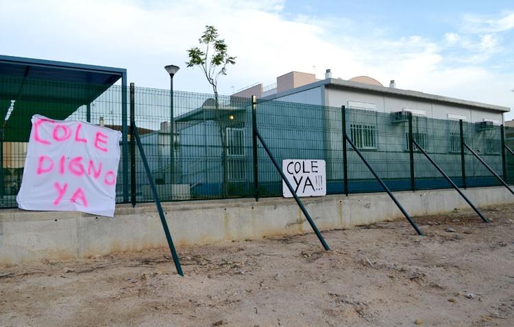 Sin proyecto aún para el colegio de La Mulata pese a la promesa de Villalobos y Susana Díaz de abrirlo en 2016