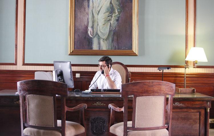 El PA denuncia que Villalobos gaste «más de 700 euros» en una silla para su despacho
