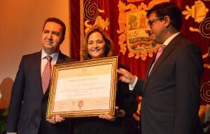 La viuda de Salvador de Quinta recibió el galardón de su esposo