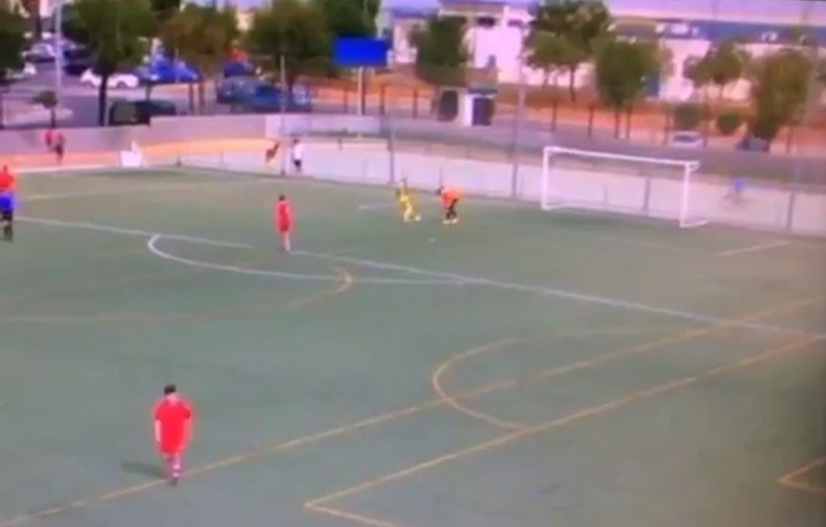 Escándalo en el Mosquito-Utrera juvenil: gol en bote neutral e intento de agresión (VÍDEO)