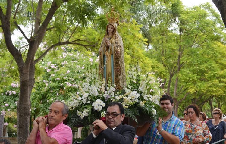 Rosario de la Virgen de Fátima a San José con un estreno (IMÁGENES)