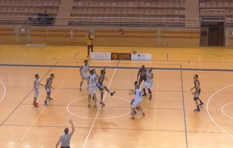C.B. Badajoz 71-50 C.B. Utrera: Un calamitoso primer tiempo marcó el partido