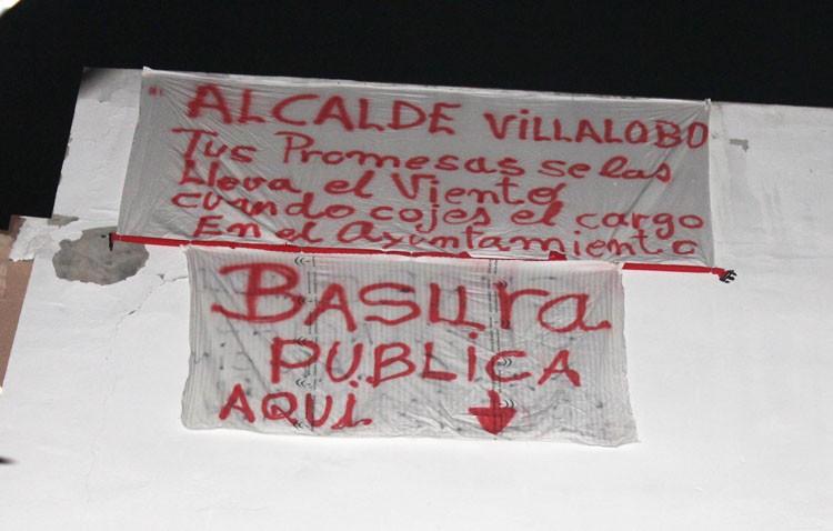 Indignados por la dejadez del Ayuntamiento con un solar vacío en la calle Molares
