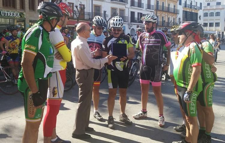 El ciclismo utrerano homenajea a David Sánchez «el Baba»