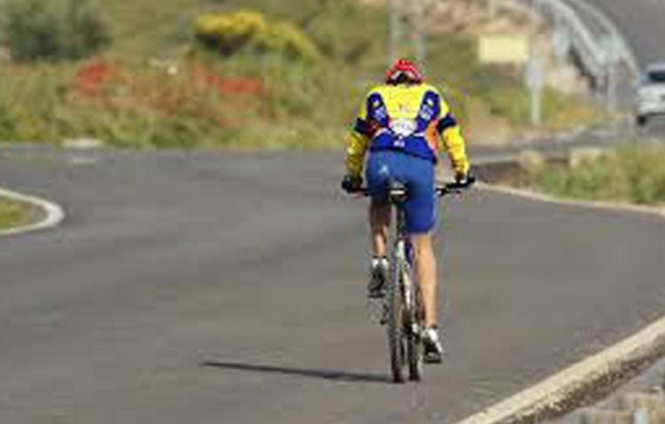 Fallece un ciclista en Estepa al salirse de la carretera