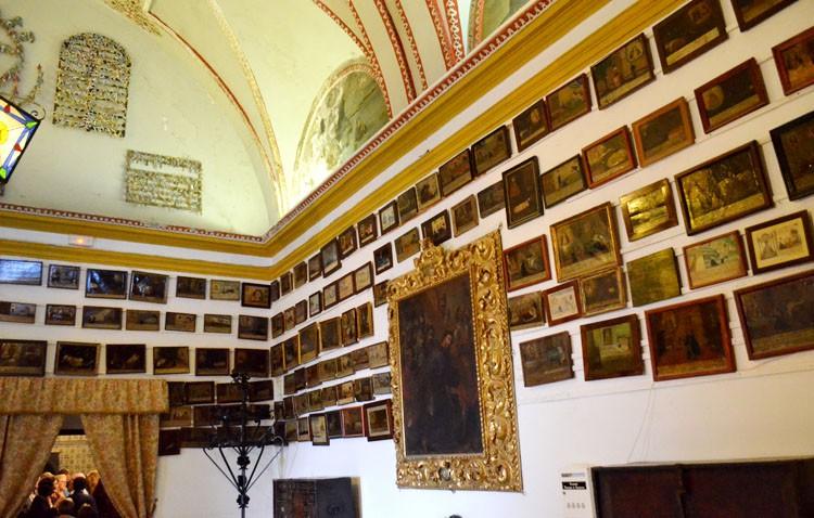 La historia de los exvotos de Consolación, con muchas piezas eliminadas y robadas a lo largo de los años