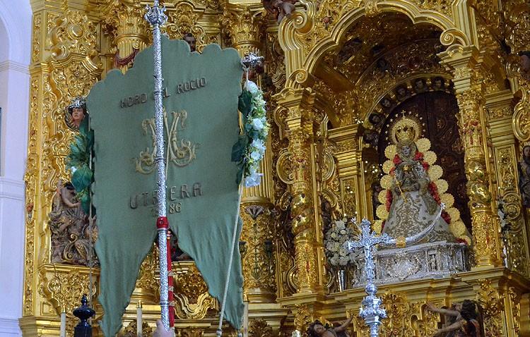La hermandad del Rocío de Utrera organiza su peregrinación anual a la aldea