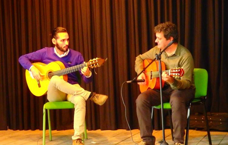 El instituto Ruiz Gijón conmemora el Día del Flamenco con un recuerdo a las víctimas del atentado de París