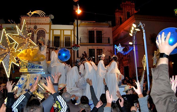 Las carrozas de la cabalgata de los Reyes Magos no podrán lanzar balones por motivos de seguridad