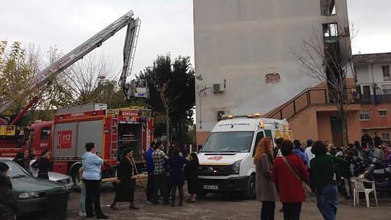 Un menor resulta herido leve en un incendio en Dos Hermanas.