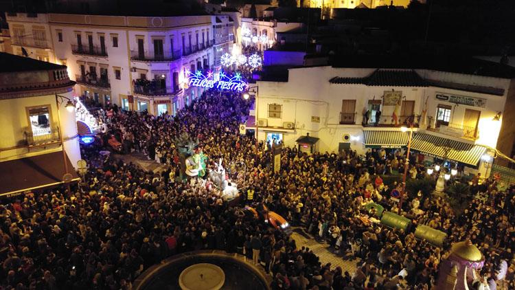 Gran éxito del nuevo recorrido de la cabalgata, que congregó 60.000 personas en torno a la plaza de Santa Ana