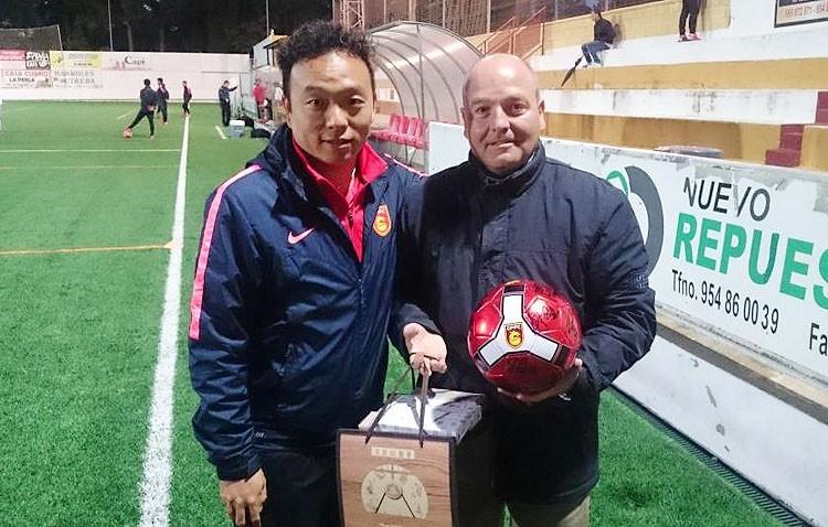 El C.D. Utrera ganó (3-0) al equipo de la Primera División China Hebei Fortune CF