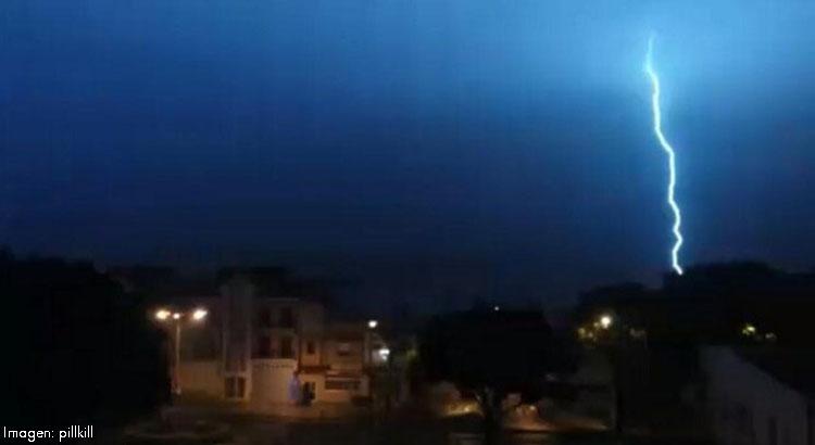 Una noche de miedo con la espectacular tormenta que descargó sobre Utrera (VÍDEO)