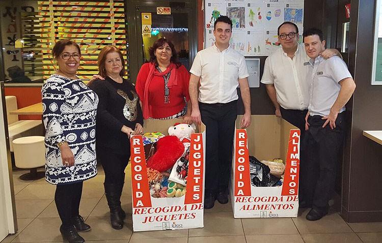Vopan recibe la solidaridad de los utreranos en forma de alimentos
