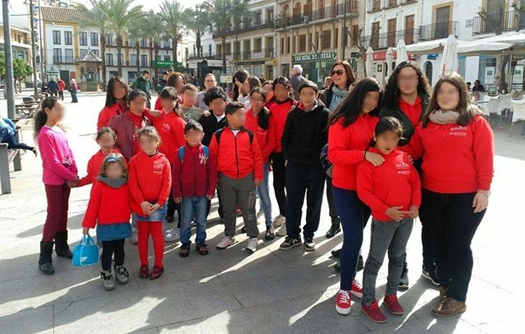 Actividades culturales y deportivas para una treintena de niños de la asociación de mujeres «Santiago el Mayor»