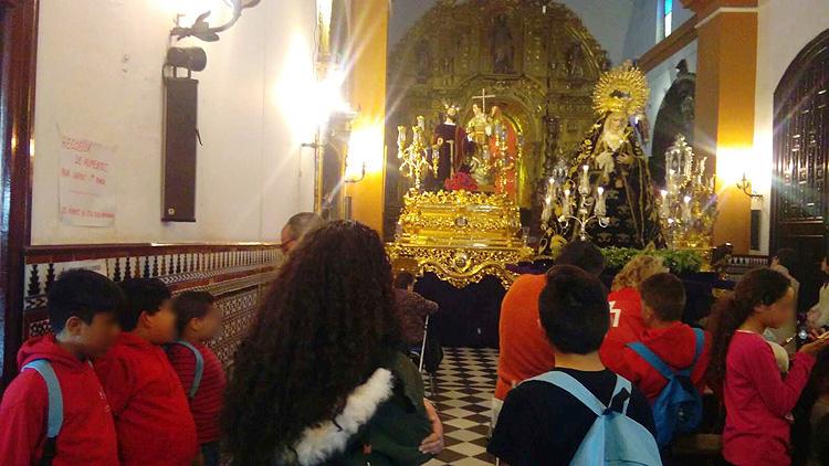 La asociación de mujeres de Santiago acercó la Semana Santa a los niños de su proyecto de ocio y tiempo libre