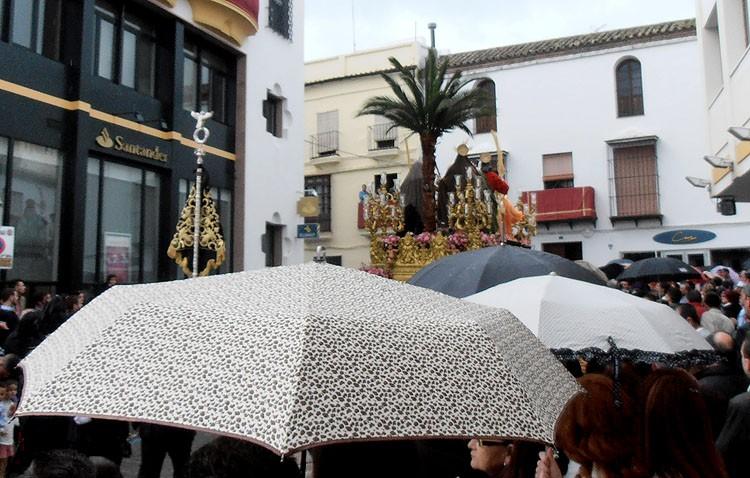 La lluvia acabó con la ilusión de disfrutar de un Domingo de Ramos que ni se esperaba (GALERÍAS Y AUDIOS)