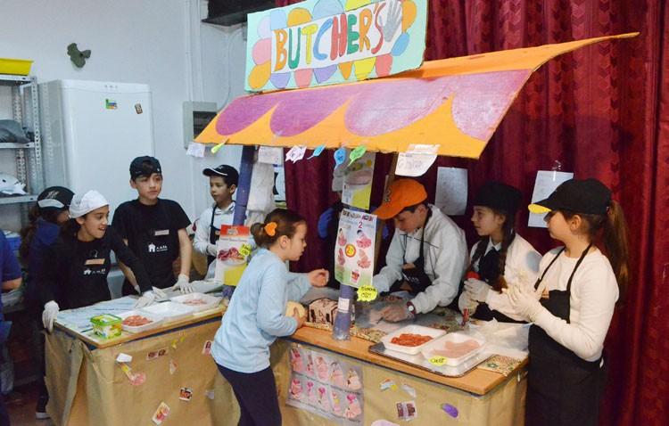 La manera más solidaria de aprender en el colegio Rodrigo Caro (IMÁGENES)