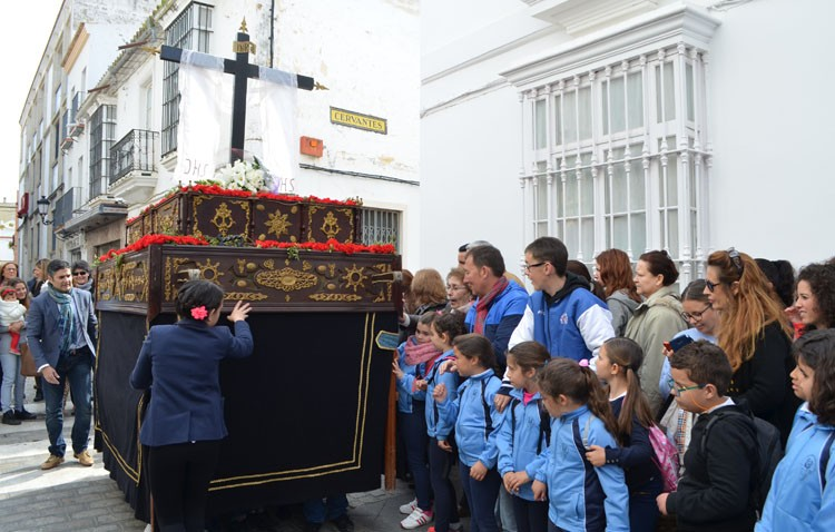 El «pasito» del colegio Rodrigo Caro revoluciona el centro de Utrera (GALERÍA)