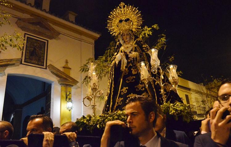Una brillante clausura de la Cuaresma en Utrera con la Virgen de las Angustias (GALERÍA)