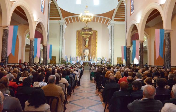 Un multitudinario encuentro en torno al amor a María Auxiliadora (AUDIO E IMÁGENES)