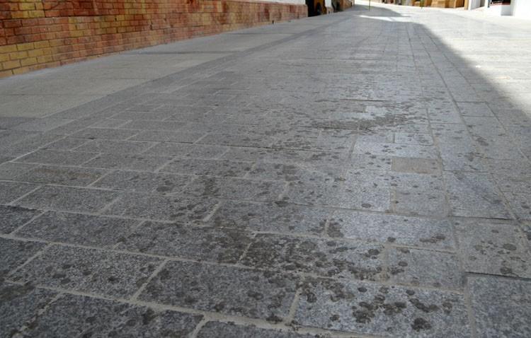 La limpieza de la cera tras Semana Santa se reduce este año a las plazas de Gibaxa y Altozano