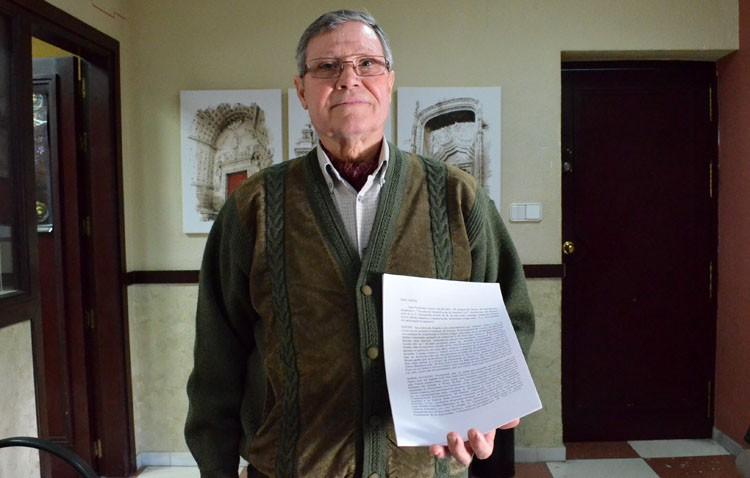 Un utrerano reclama a Villalobos que reponga el retrato del rey en la alcaldía tras sustituirlo por arte contemporáneo