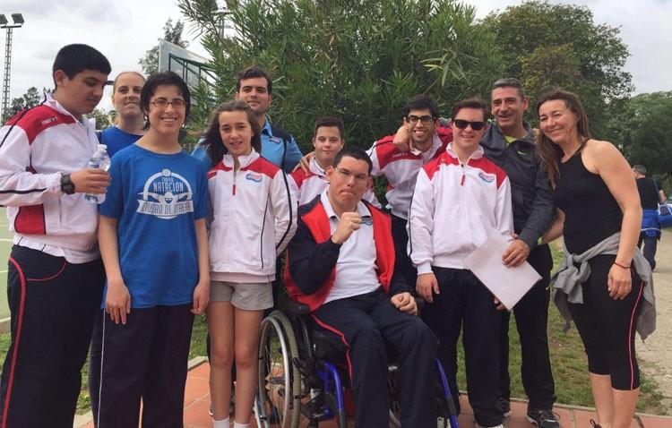 Los nadadores con discapacidad de Utrera rompen barreras en la liga provincial