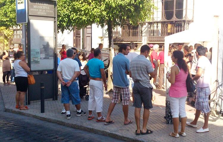 El PSOE dice haber hecho «más de 800 contratos» desde que gobierna y el PA le recuerda que «miente y vende humo»
