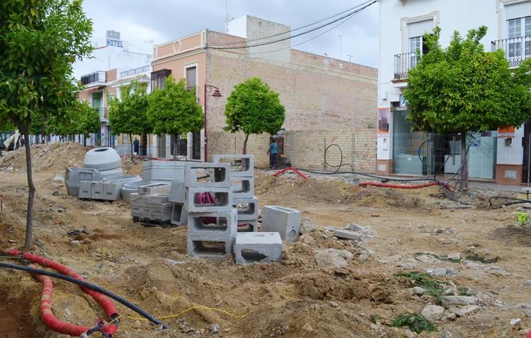 Los comerciantes de La Corredera alertan de las «pérdidas» que originan el «retraso» de la obra