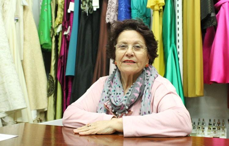La modista utrerana Catalina González Martín, tres décadas trabajando moda nupcial y comuniones