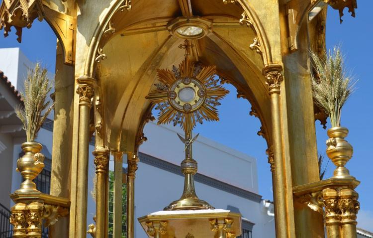 Mañana de procesión eucarística en la parroquia de San José