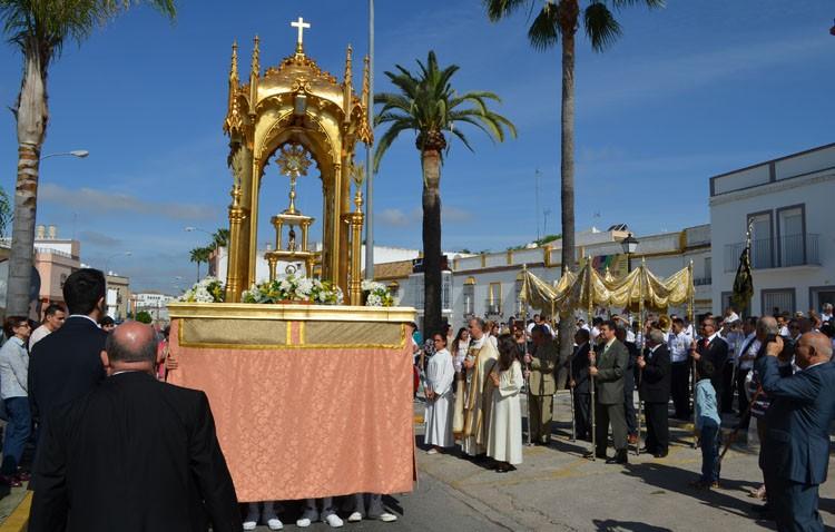 Mañana radiante de procesión eucarística en San José (GALERÍA)
